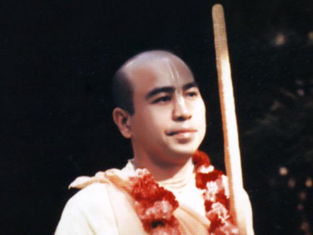 Bhakti Swarupa Damodara Swami Chanting Hare Krishna