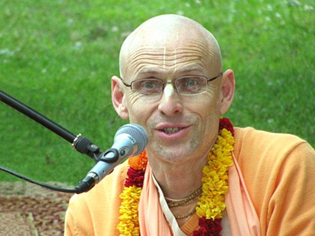 Kadama Kannan swami Chanting Hare Krishna
