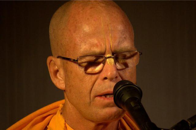 Jayapataka Swami Chanting Hare Krishna