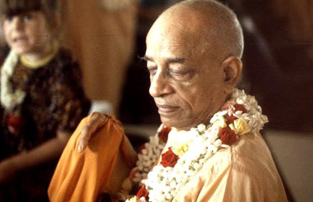 Bhakti Tirtha Swami Chanting Hare Krishna